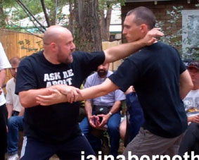 2-handed-fighting-BBQ-0711